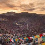 TIBET: Larung Gar monaci sfrattati e costretti a firmare promesse di non tornare mai più.