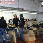 """Nell'azienda-lager gestita da cinesi a Perugia: senza contratto, senza orari, costretti a vivere nel magazzino come """"polli in gabbia""""."""