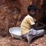 India, l'inferno dei bambini nelle miniere di mica. Protagonisti Cina, India, Stati Uniti e Unione Europea.