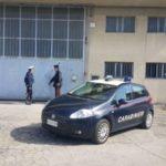 Fanno lavorare 9 operai senza permesso: arrestati due confezionisti cinesi