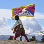 Attivista tibetano arrestato per aver caricato su facebook foto bandiera tibetana