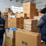 """Operazione """"Baffo posticcio"""", i finanzieri di Bologna sequestrano 40mila scarpe contraffatte provenienti dalla Cina"""