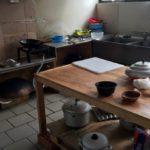 Condizioni di lavoro disumane da schiavi ad Anzola: azienda tessile cinese tira giù le serrande