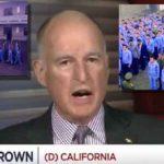 Il Governatore della California Jerry Brown: Se noi Stati Uniti vogliamo avere successo, dobbiamo seguire l'esempio del leader comunista cinese, il presidente Xi Jinping