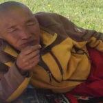 Tibet: un anziano monaco si autoimmola nella Contea di Kardze
