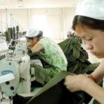 Striscia la Notizia tra i bambini nelle fabbriche cinesi. Guarda il servizio di Moreno Morello