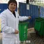 Donna cinese partorisce in strada e butta via la neonata
