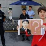 Li Wenzu agli arresti domiciliari: 'Se vieni fuori ti uccidiamo'
