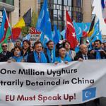 Migliaia a Bruxelles per protestare contro le detenzioni di massa degli uiguri