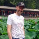 Bloccato in Cina, scrive a Mattarella: «Il governo salva i migranti in mare, ma non me»