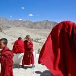 Tibet: la Cina allontana con la forza i giovani monaci tibetani dai loro monasteri