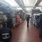 Sequestro di tessuti di contrabbando(10 milioni di metri lineari)dalla Cina. Coinvolte tre società a gestione cinese