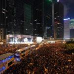 Nuove proteste a Hong Kong, quasi 2 milioni di persone in corteo contro la Cina.