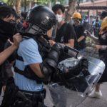 Hong Kong, cresce il clima anti-Pechino: manifestanti contro i commercianti cinesi