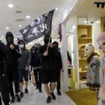 Hong Kong protesta contro i commercianti cinesi